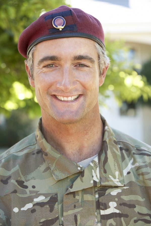 Porträt des Soldaten Wearing Uniform lizenzfreie stockfotos