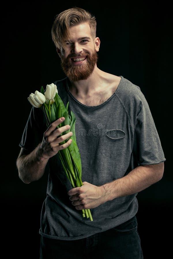 Porträt des stilvollen lächelnden Mannes stockfotografie