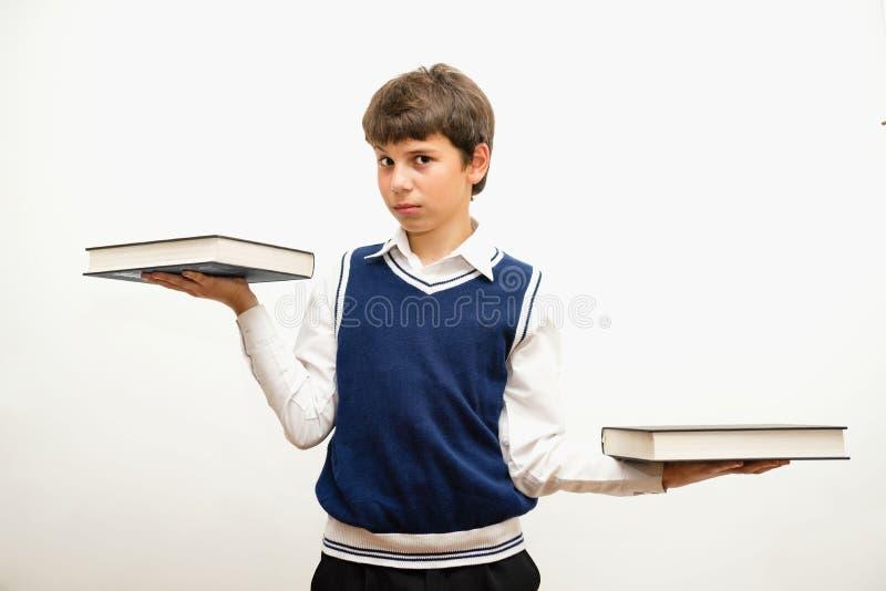 Porträt des Teenagers mit Büchern stockbild