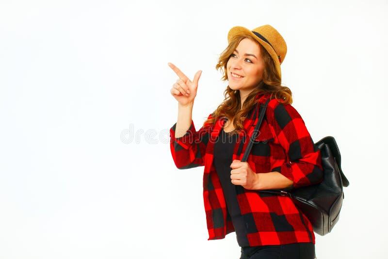 Porträt des touristischen Mädchens des jungen schönen blonden smiley, das Querstation hält lizenzfreies stockbild
