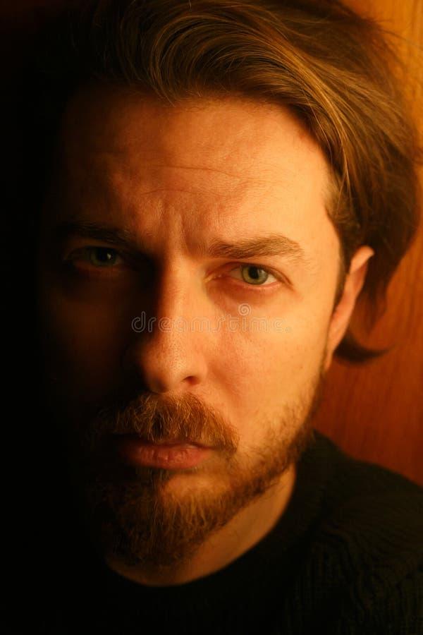 Porträt des traurigen gutaussehenden Mannes lizenzfreie stockbilder