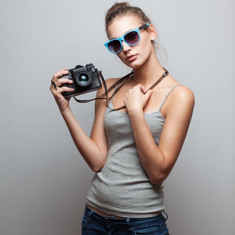 Porträt des weiblichen Fotografen lizenzfreie stockbilder