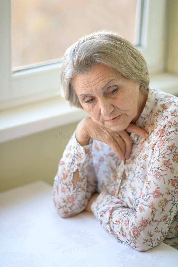 Porträt einer älteren Frau lizenzfreies stockbild