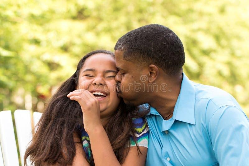 Porträt einer Afroamerikanerfamilie lizenzfreie stockbilder