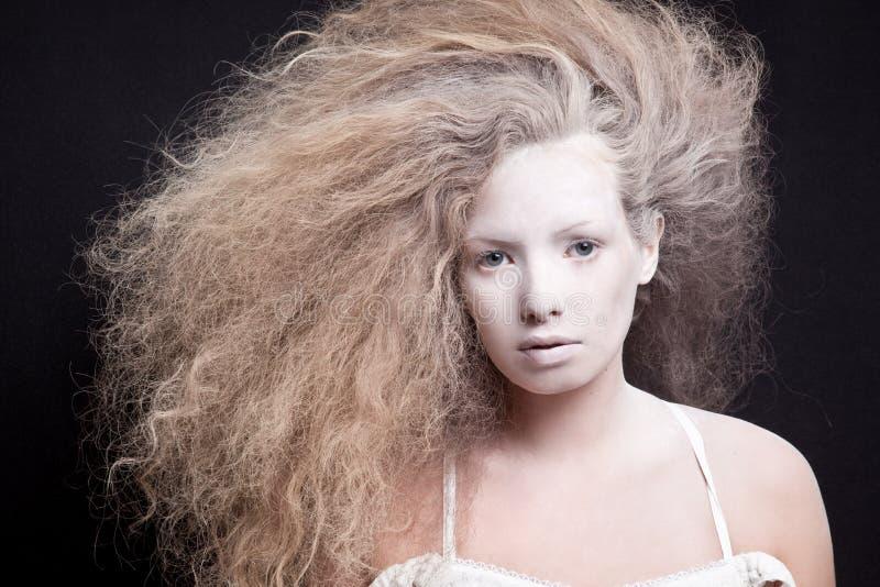 Porträt einer blassen Frau stockfotos