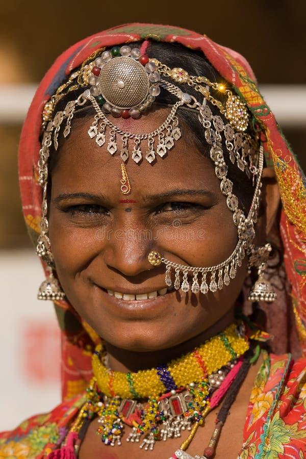 Porträt einer Frau Indiens Rajasthani stockbilder