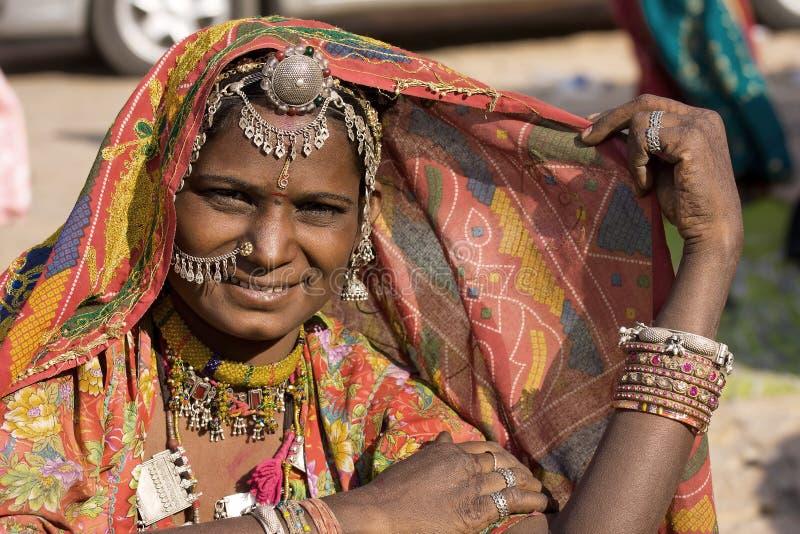 Porträt einer Frau Indiens Rajasthani lizenzfreie stockfotos