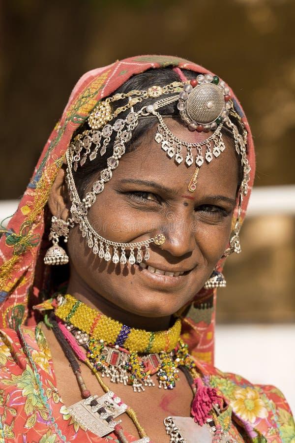 Porträt einer Frau Indiens Rajasthani lizenzfreie stockfotografie