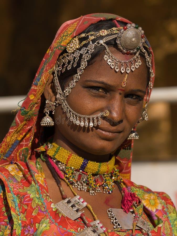 Porträt einer Frau Indiens Rajasthani lizenzfreies stockbild