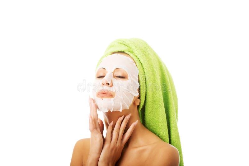 Download Porträt Einer Frau Mit Gesichtsmaske Stockfoto - Bild von schön, getrennt: 47100276