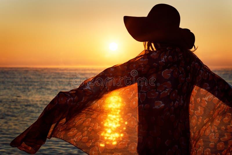 Porträt einer glücklichen Frau stockfotografie