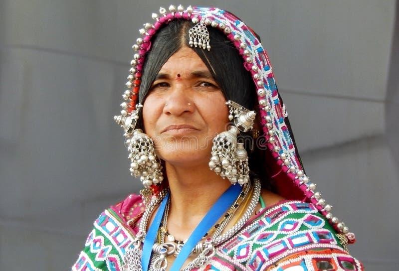 Porträt einer indischen banjara Frau lizenzfreie stockfotografie