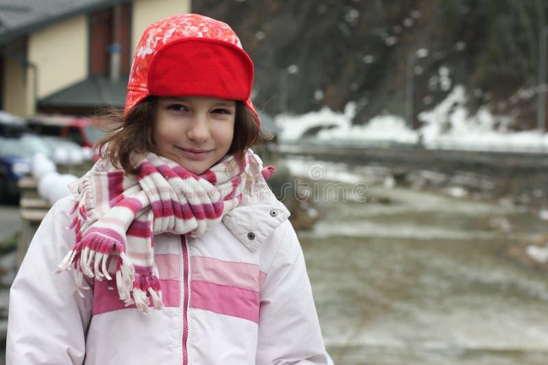 Porträt einer Jugendlichen in einem Skianzug stockbild