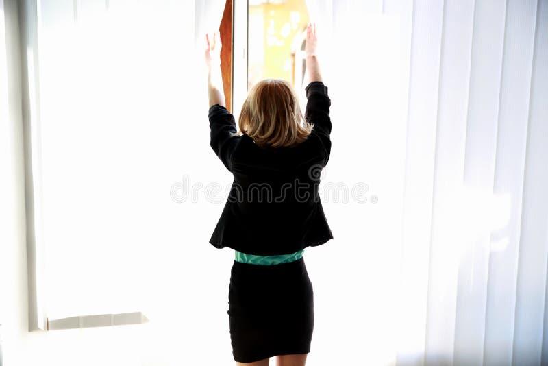 Porträt einer jungen Frau stockfotos