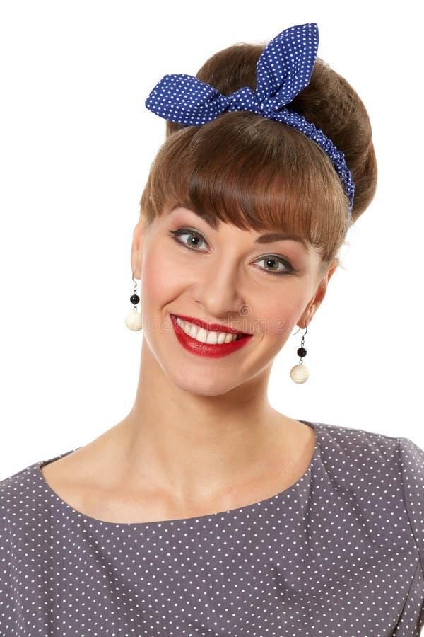 Porträt einer lächelnden schönen brunette Stift-obenfrau lokalisiert über weißem Hintergrund lizenzfreie stockfotografie