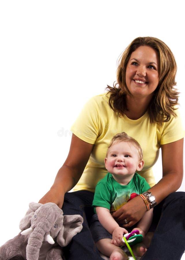 Porträt einer Mutter und des Sohns lizenzfreies stockbild