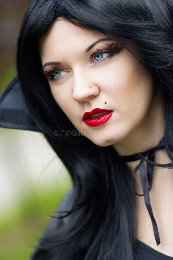Porträt einer schönen jungen Frau lizenzfreie stockfotos