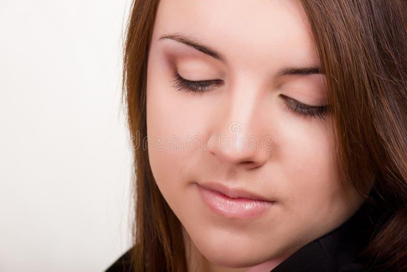 Porträt einer schönen jungen Frau stockfotos