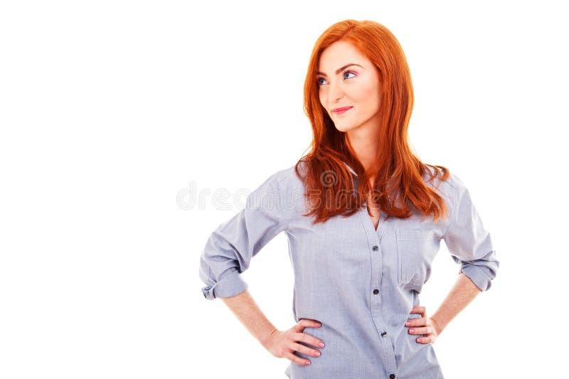 Porträt einer schönen jungen Frau, die auf Seite denkt und schaut stockbilder