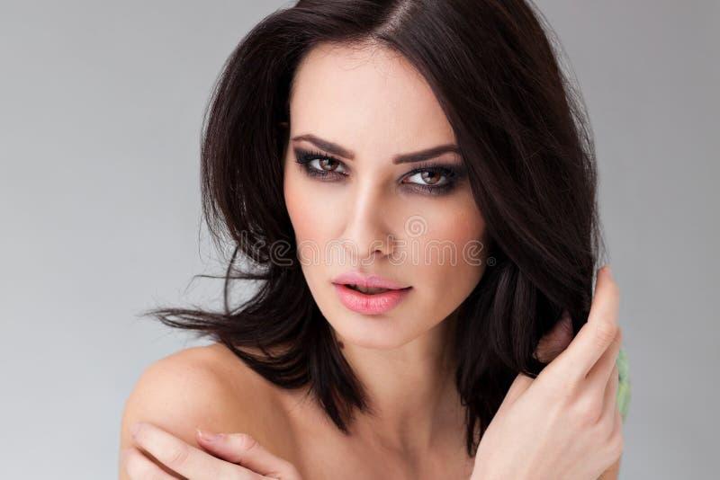 Porträt einer schönen kaukasischen Frau stockbild