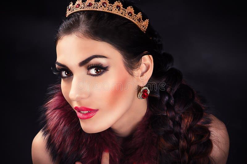 Porträt einer schönen luxuriösen Prinzessin lizenzfreie stockfotografie