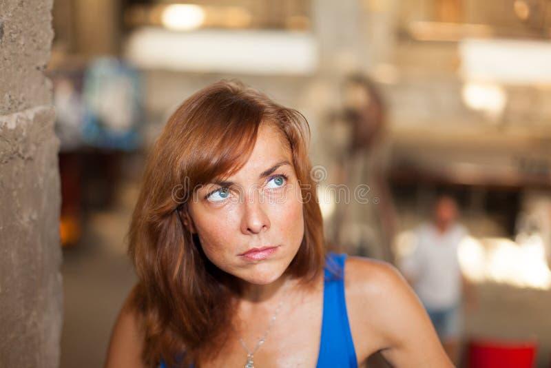 Porträt einer verärgerten jungen Frau lizenzfreies stockfoto