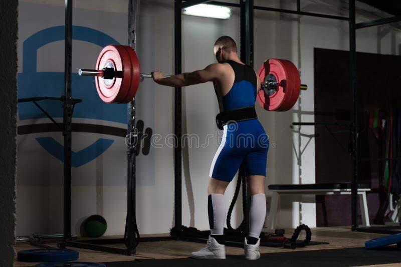 Porträt eines Eignung Powerlifter-Mannes stockbild