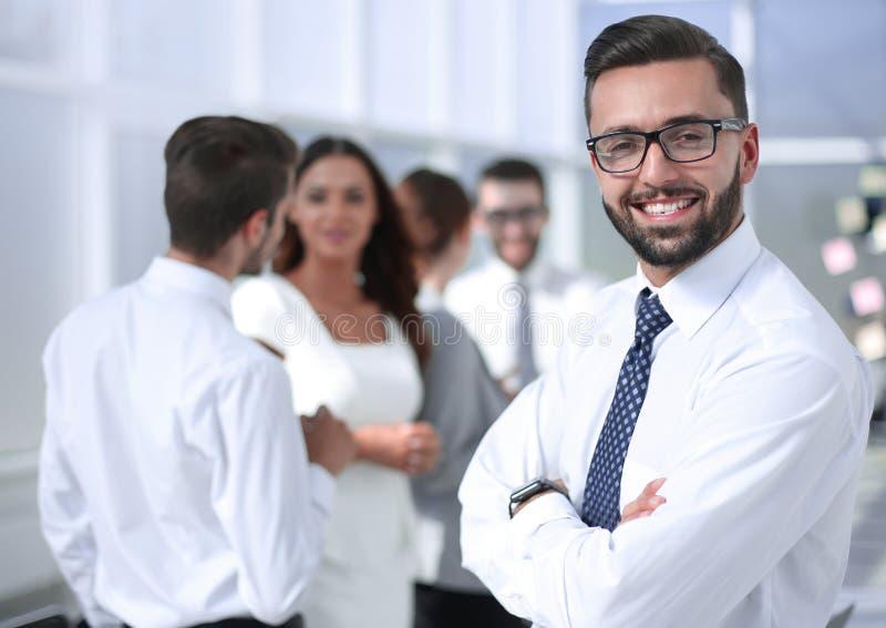 Porträt eines erfolgreichen Geschäftsmannes auf dem Hintergrund von lizenzfreies stockbild