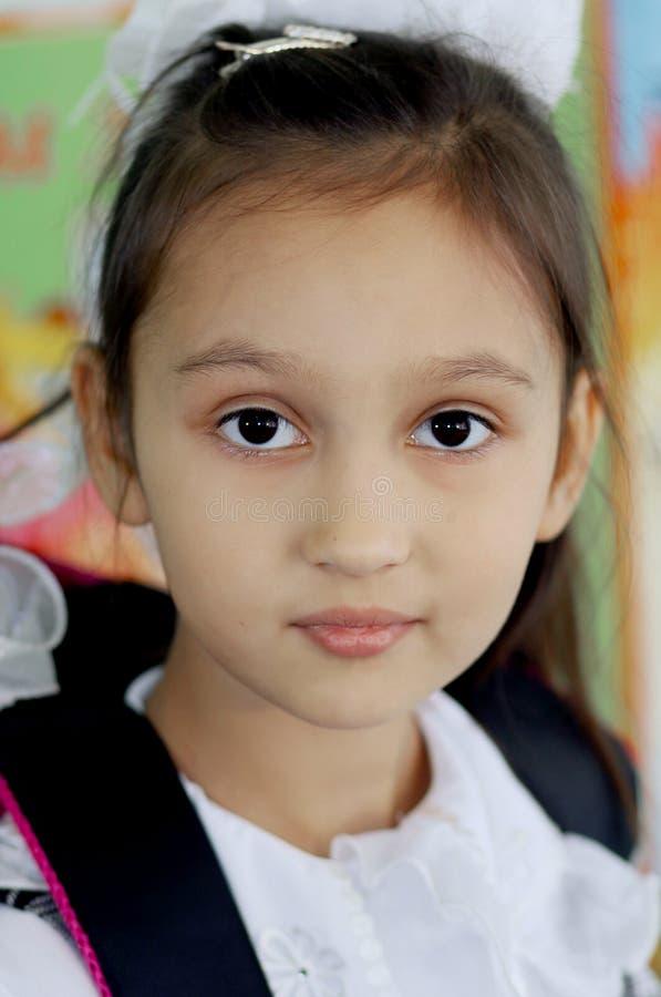 Porträt eines ersten Sortierers des schönen Mädchens lizenzfreies stockbild