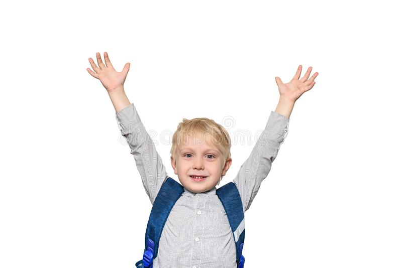Porträt eines frohen blonden Schülers mit einer Schultasche H?nde oben isolat lizenzfreies stockfoto
