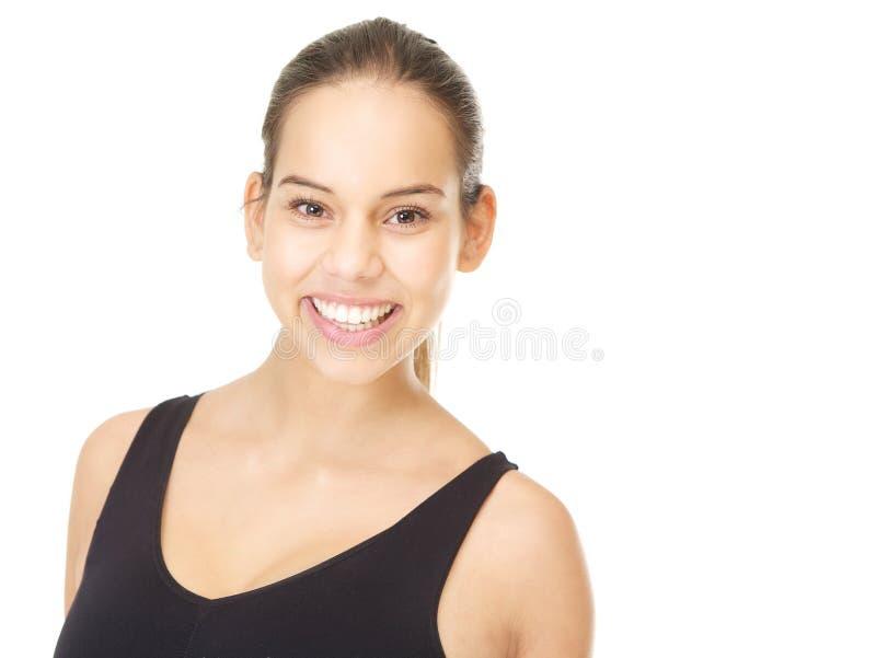 Porträt eines gesunden Lächelns der jungen Frau lizenzfreie stockfotos