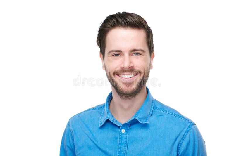 Porträt eines glücklichen Mannes, der im blauen Hemd lächelt stockfotos