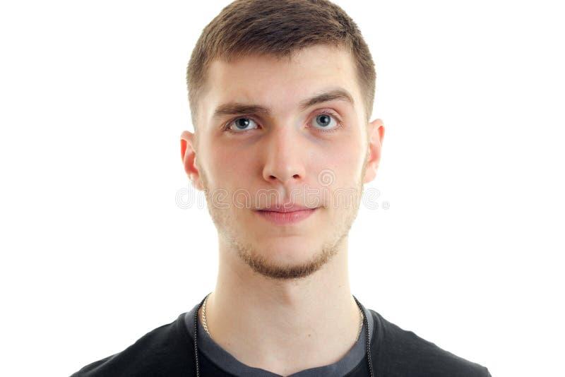 Porträt eines jungen hübschen Kerls, der Blicke in eine Kameranahaufnahme überraschte stockbild