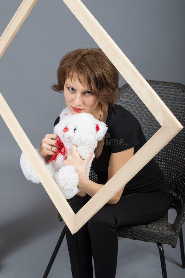 Porträt eines jungen Mädchens im Freien lizenzfreie stockfotografie
