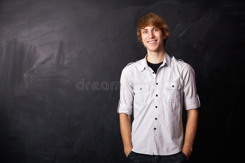 Porträt eines jungen Mannes lizenzfreie stockfotos