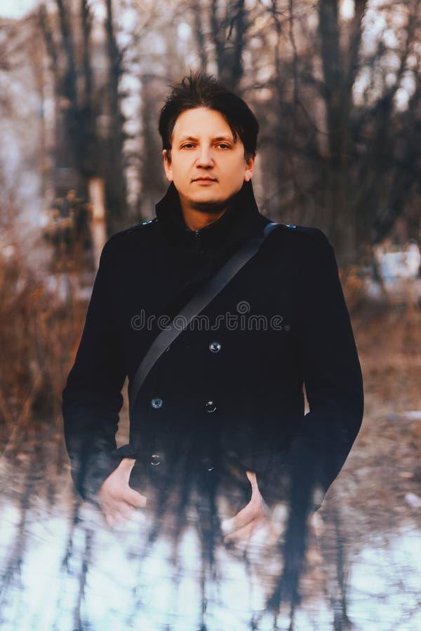 Porträt eines jungen Mannes stockfotografie