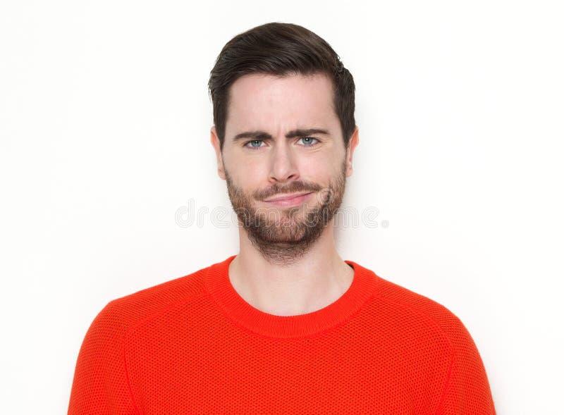 Porträt eines jungen smirking Mannes stockbilder