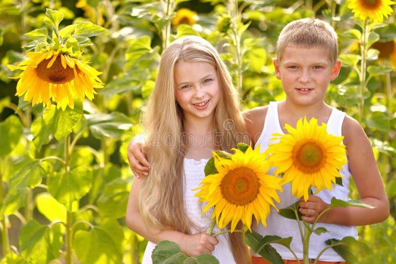 Porträt eines Jungen und des Mädchens stockfoto