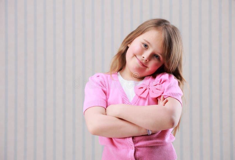 Porträt eines kleinen schönen Mädchens lizenzfreie stockbilder
