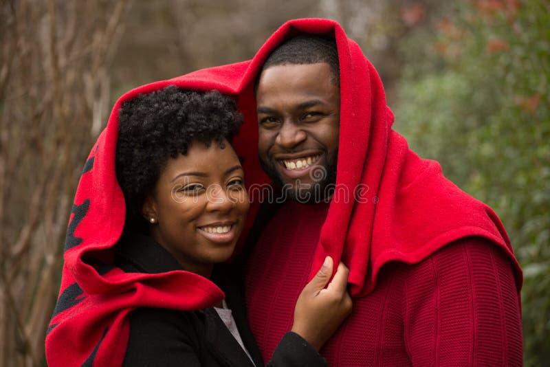 Porträt eines liebevollen Paares des Afroamerikaners stockbilder