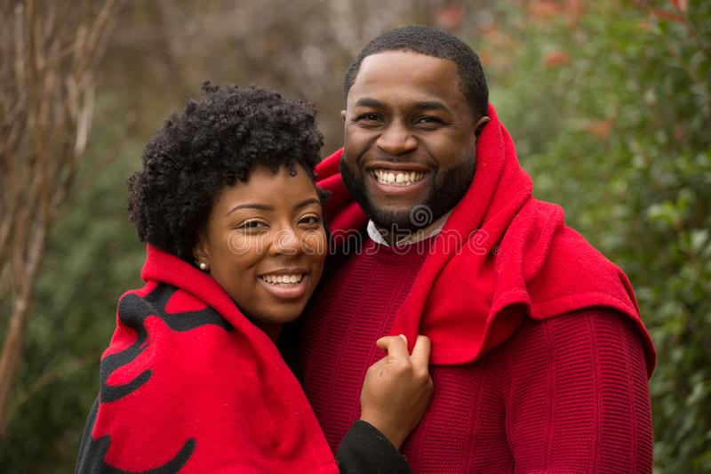 Porträt eines liebevollen Paares des Afroamerikaners stockfotografie