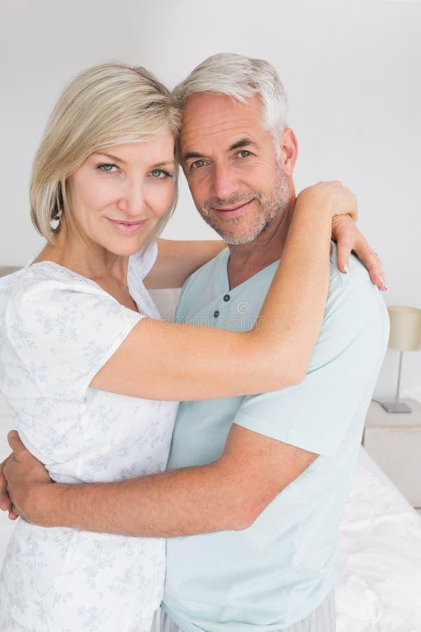 Porträt eines liebevollen reifen Paares stockbilder