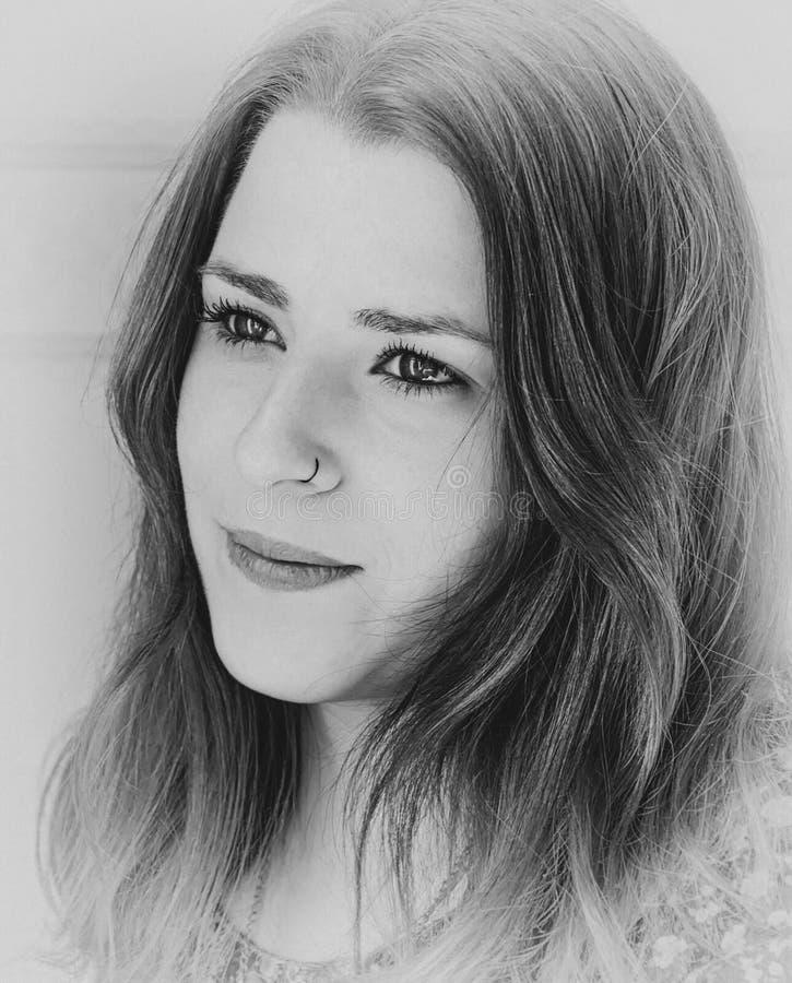 Porträt eines Mädchens, Schwarzweiss-Version lizenzfreies stockfoto