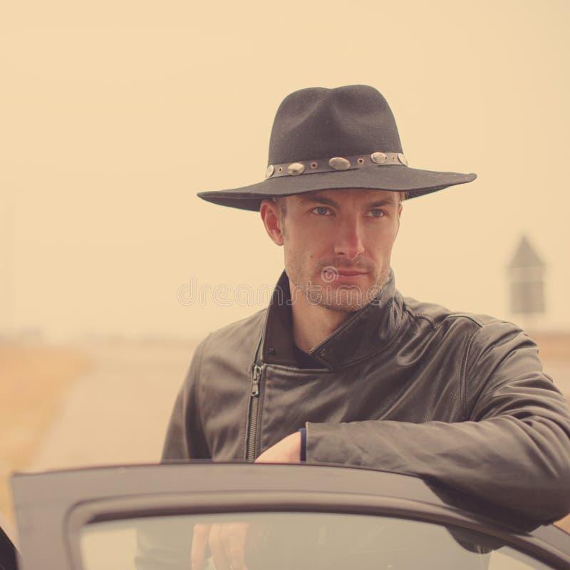 Porträt eines Manndetektivs stockfotos