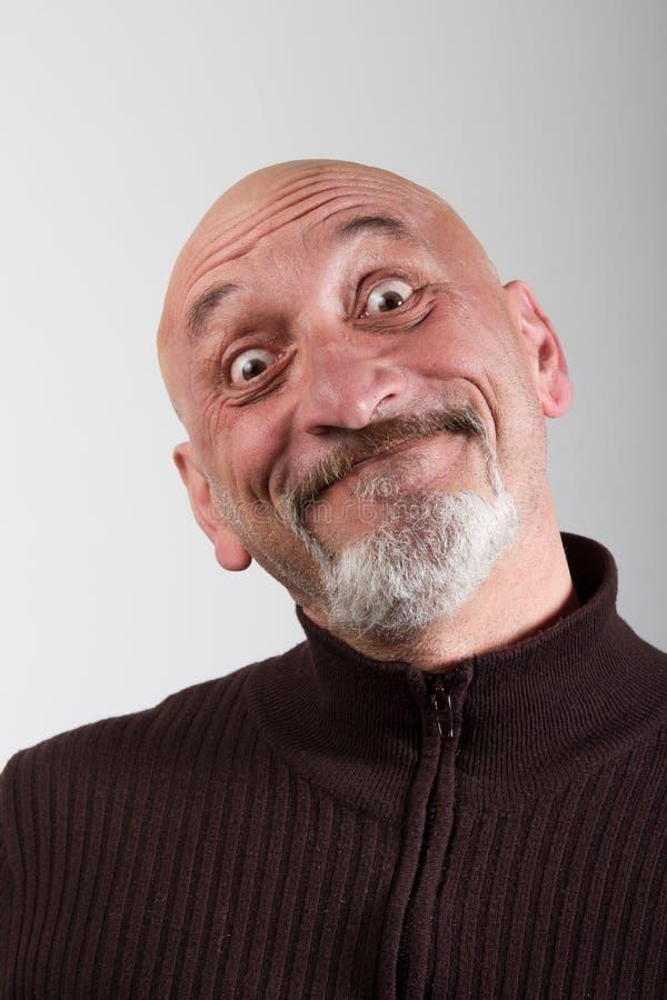 Porträt eines Mannes mit lustige Gesichtsausdrücke lizenzfreie stockbilder