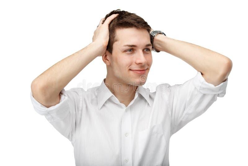 Porträt eines Mannes mit seinen Händen auf seinem Kopf lokalisiert auf weißem b stockfotos