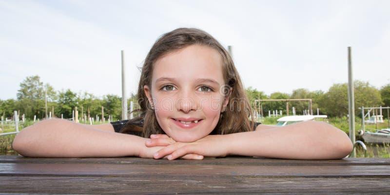 Porträt eines netten kleines Kindermädchens während der vactions lizenzfreie stockfotografie
