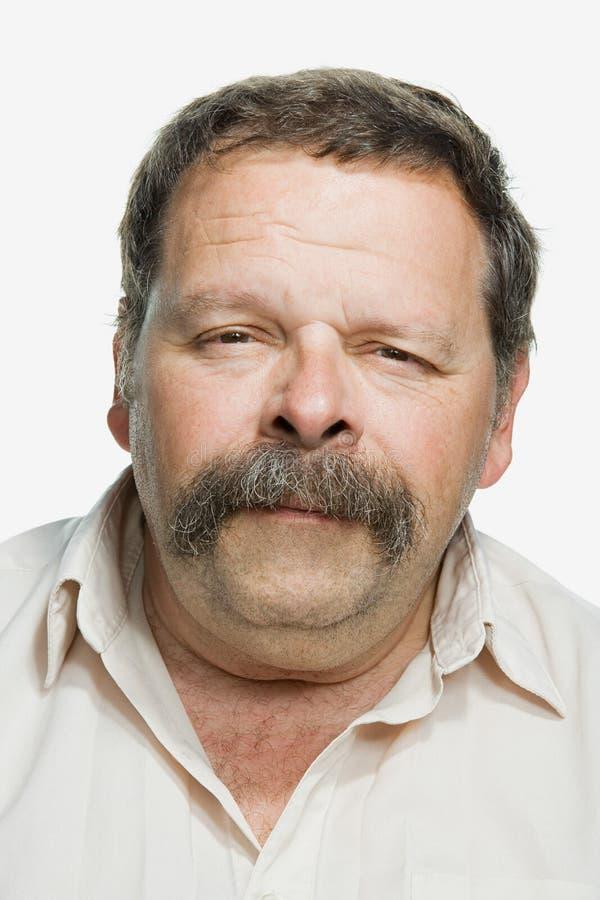 Porträt eines reifen erwachsenen Mannes stockbild