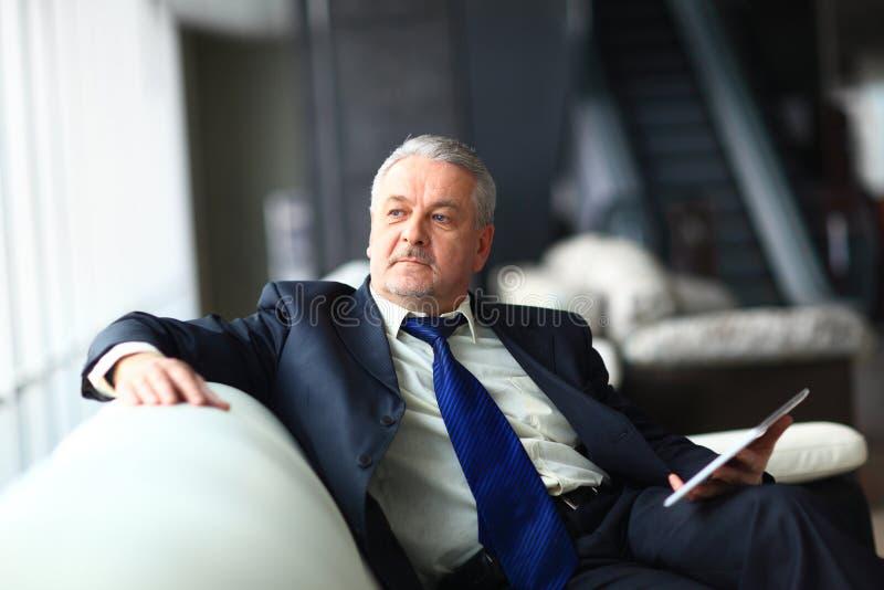 Porträt eines reifen Geschäftsmannes lizenzfreie stockfotos