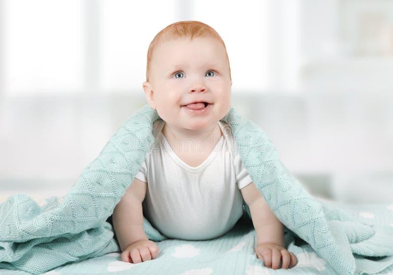 Porträt eines reizenden Babykindes sechs Monate alte lizenzfreie stockbilder